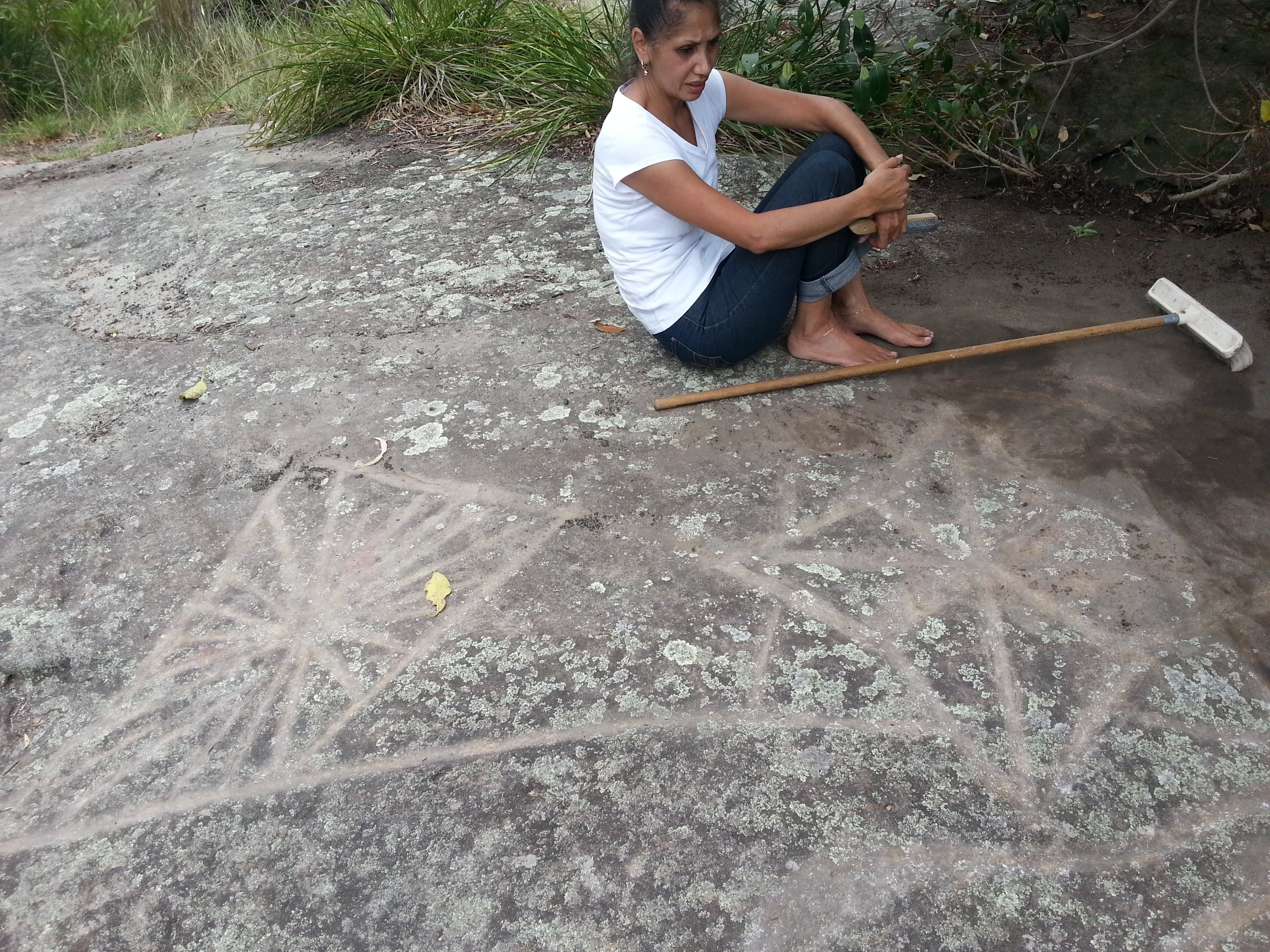 Restoration of the rock carvings maori